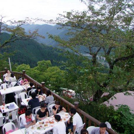 Ресторан Beer Mount на горе Такао
