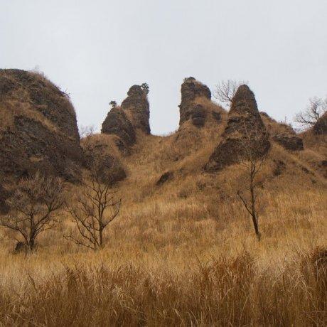 Утёсы горы Ракан