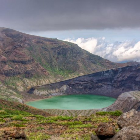 Кратерное озеро Окама Зао-сана