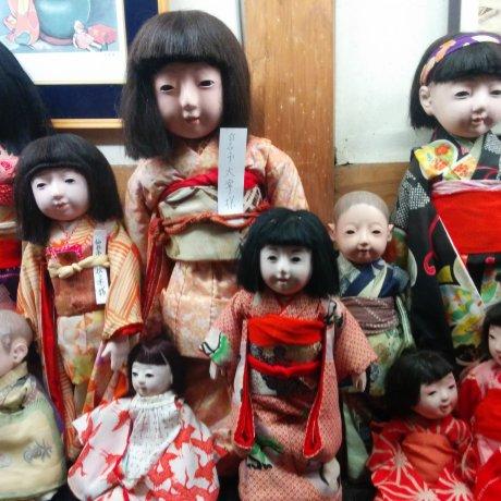 Кукольный склад в Сироиси