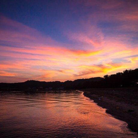 Рассвет на озере Бива