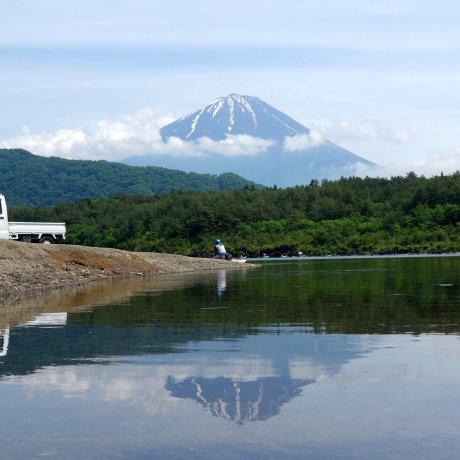 Гора Фудзи и озеро Сайко