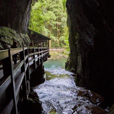 Пещера Акиёси