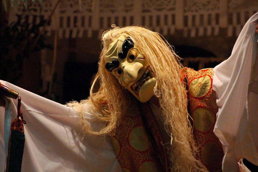 Танцы Такатихо Ёкагура