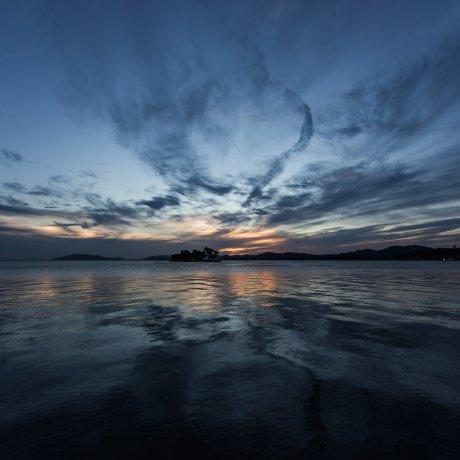 Закат над озером Синдзи