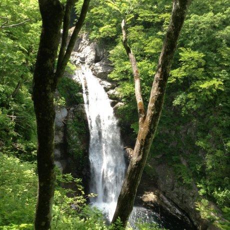 Водопад Акиу