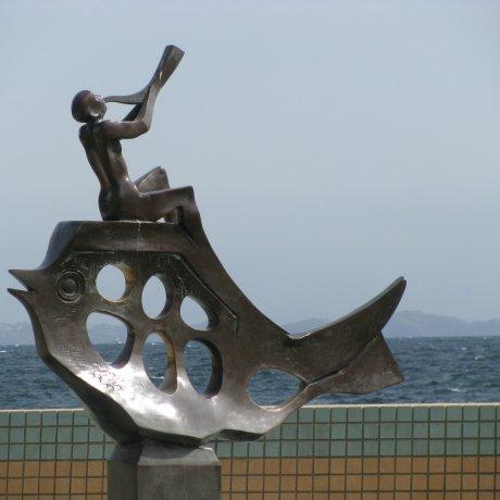 Стильная скульптура в Ито